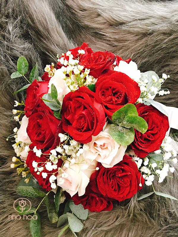 Bó Hoa Cầm Tay Cô Dâu Hồng Đỏ