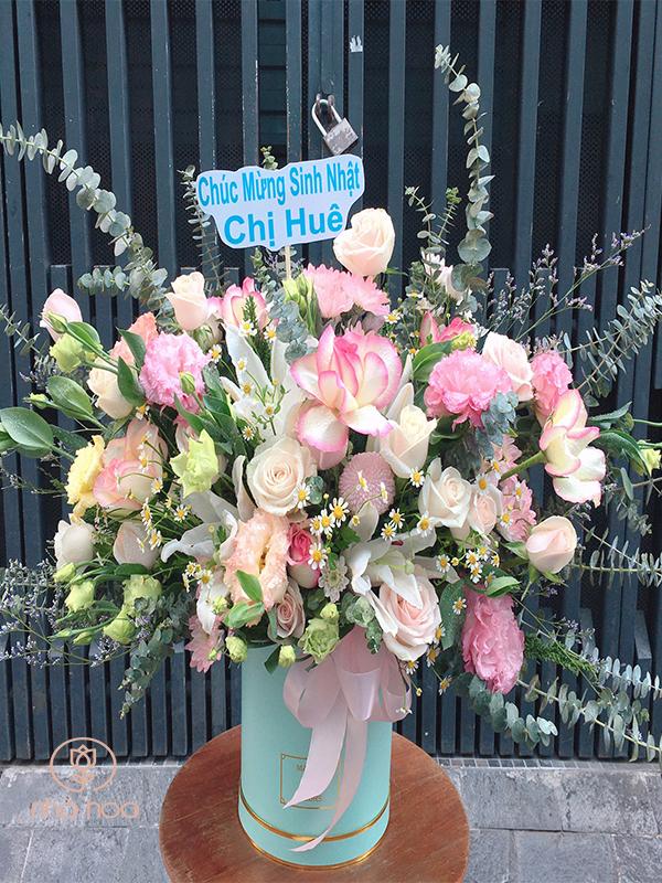 Hộp Hoa Màu Pastel Nhẹ Nhàng