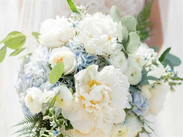 Mua hoa tặng bạn gái các dịp quan trọng