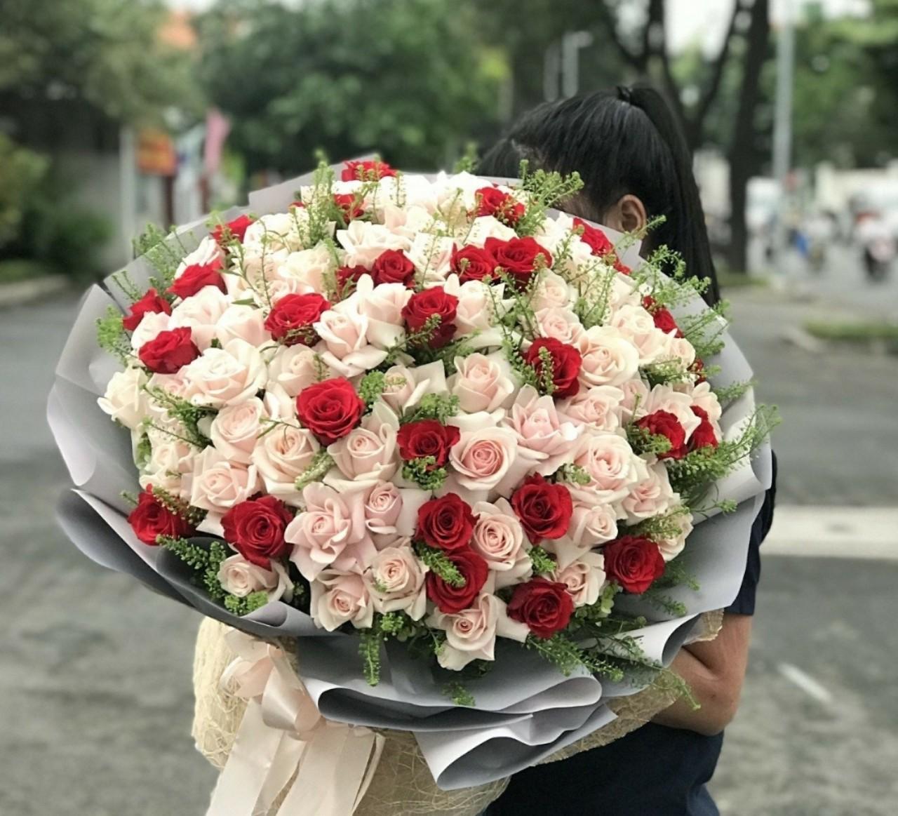 Nên có những sự hỗ trợ tư vấn tốt nhất từ Shop hoa để bạn có những bó hoa ý nghĩa nhất nhé!